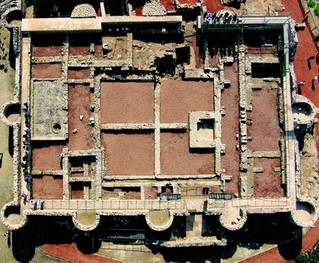 Vista cenital del palacio de Onda a principios de mayo de 2011 [Foto: R. Eppich y A. Almagro]