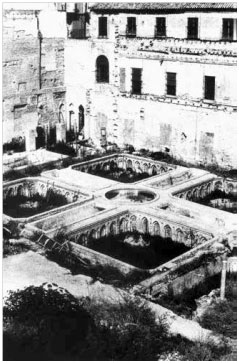 Patio de la Casa de Contratación de Sevilla, en los días de su descubrimiento