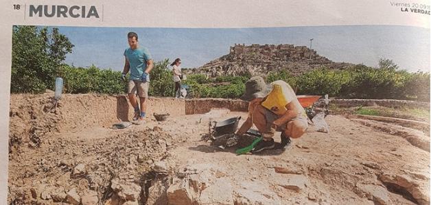 La prensa recoge el descubrimiento de una alberca del siglo XII en las excavaciones de Monteagudo
