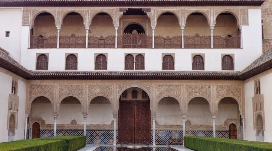 Conferencia del arqueólogo Julio Navarro, miembro del LAAC (EEA, CSIC), titulada 'Nuevos descubrimientos en los palacios de la Alhambra y Generalife: los salones protocolarios en planta alta'
