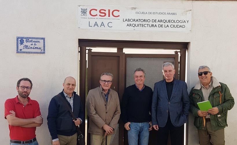 De izquierda a derecha Maurizio Toscano, José Luis Simón, Javier López, Pedro Jiménez, Antonio Selva y Julio Navarro, en la puerta del LAAC