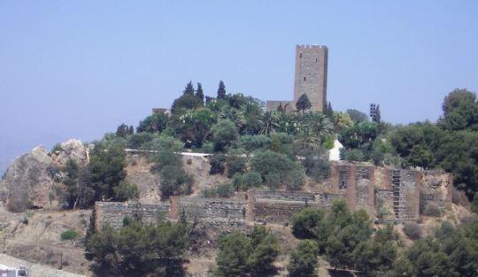 Julio Navarro, investigador del LAAC (EEA, CSIC), supervisa las obras de conservación y restauración de las estructuras defensivas de la Alcazaba de Vélez-Málaga